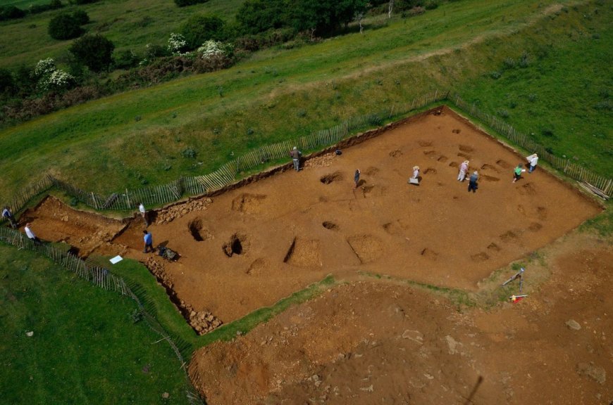 Trench 8: the rampart wall can be seen on the left, the roundhouse on the right and the C-shaped ditch in the centre.