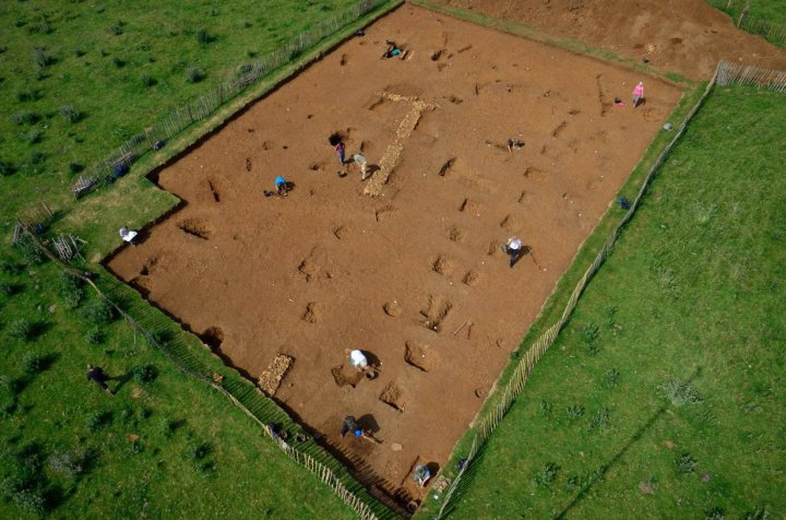 Trench 9: with multiple roundhouses, boundary ditches and Roman walls.