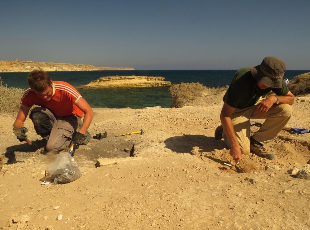 3 UofL excavation Dreamers Bay Sept 2015 (c) Simon James IMG_2995